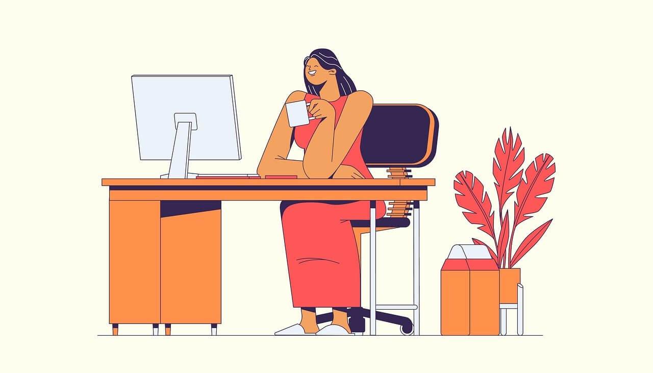 女性がパソコンで作業する様子